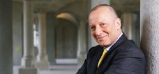 Roger de Weck: Alles andere als ein Glücksfall für die Qualität der Berichterstattung des SF (Schweizer Fernsehen)