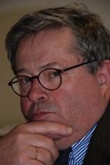 Prof. Dr. Christoph Degenhart stammt aus München und studierte Rechtswissenschaften in München und Lausanne.