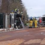 Birmenstorf: Tanklastwagenunfall an der Fislisbacher Straße +++ 23.000 Liter Heizöl am Auslaufen