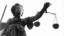 Internationales Völkerrecht über Schweizer Recht stellen? So wollen es derzeit die Bundesrichter, um die Ausschaffungsinitiative zu bodigen. (Foto: Alles-was-Recht-ist.ch)