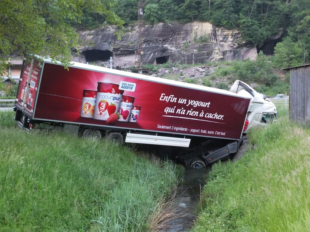 Lastwagen-Unfall auf der A3 bei Mels (Polizeifotos: Kapo St. Gallen)