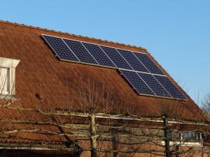 sonnendach.ch zeigt Solarenergiepotenzial von Hausdächern. (Symbolbild)
