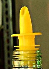 Campari Schweiz AG ruft bestimmte Mengen des Produktes Amaro Averna 0,7l vorsorglich aufgrund eventuell beschädigter Ausgiesser zurück. (Symbolbild)