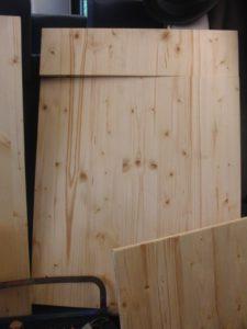 Holz ist ein nachwachsender und Rohstoff, der von Schreinern und Holzbaufirmen gut verarbeitet werden kann. (Bild: Schreinermontage.ch)