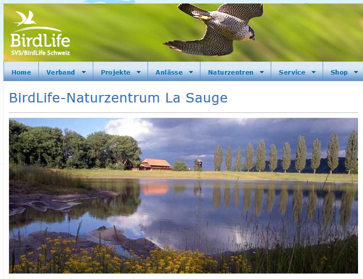 """Bescheurter kann man einen Namen kaum wählen: 3 Sprachen von Denglisch, Deutsch bis hin zu Französisch. Wenn man Vogel-Leben verdenglischt und daraus """"bird life"""" macht, warum dann nicht auch Naturzentrum auf Englisch?"""