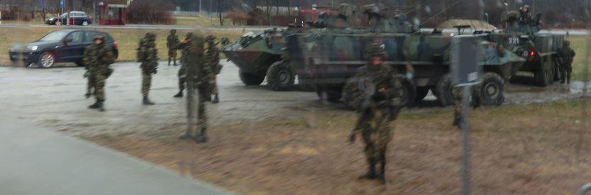 Armeeangehörige während einer Übung (Foto: Remo Maßat / SZ)