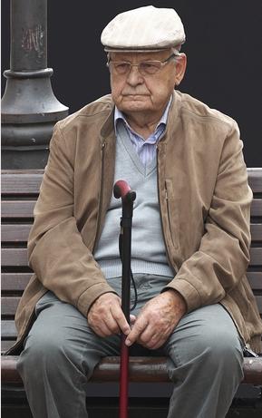 Renter (75) gefaßt. 8 Staatsanwaltschaften ließen Polizeien nach ihm suchen. Sein Vergehen: Schwarzfahren. (Symbolbild)