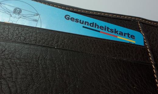 In Deutschlands Hauptstadt gibt es bald die kostenlose Krankenversicherung für alle, die anonym zum Arzt gehen wollen. Nur Einheimische müssen Krankenversicherungen bezahlen (sofern sie nicht von Sozialhilfe, also Harzt IV usw. leben)