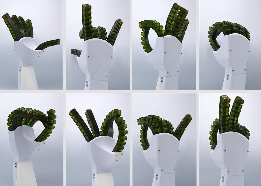 Eine Roboterhand aus speziellem Kunststoff, der sich bei Raumtemperatur selber heilen kann: Bild: Vrije Universiteit Brussel Eine Roboterhand aus speziellem Kunststoff, der sich bei Raumtemperatur selber heilen kann: Bild: Vrije Universiteit Brussel